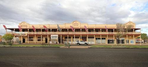 . Hotel Corones