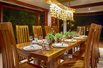PURE SHORES VILLA Family Dining