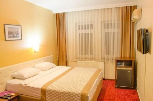 Kircuval Hotel, Merkez