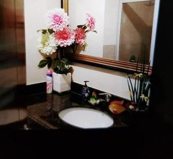 N205 @ OUTLOOK RIDGE RESIDENCES Bathroom Sink