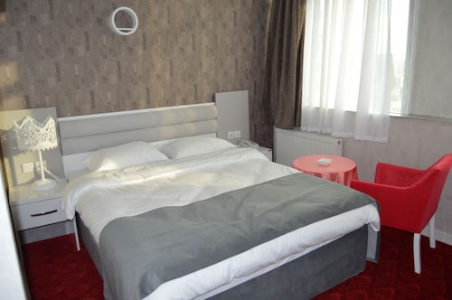 Vadi-i Leman Hotel, Merkez