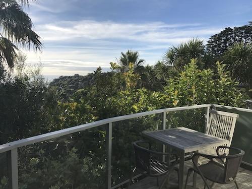 Villa Sanctuary, Auckland