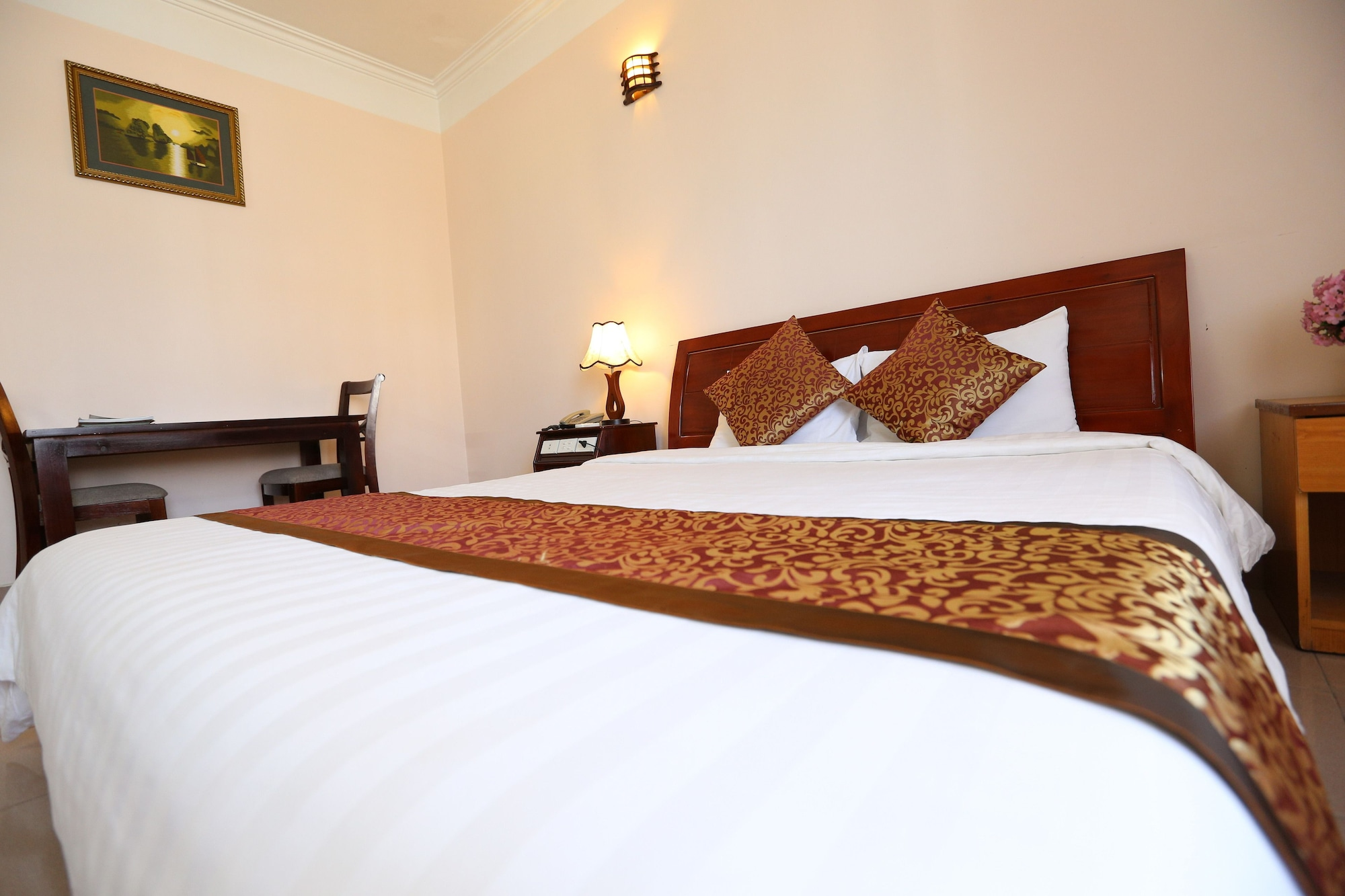 Halong Central Hotel, Hạ Long
