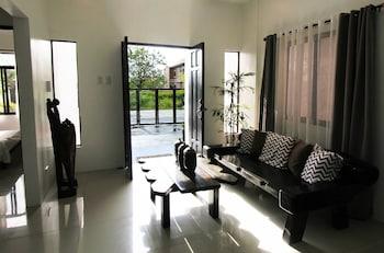 TAGAYTAY SUMMER HOUSE Lobby Sitting Area