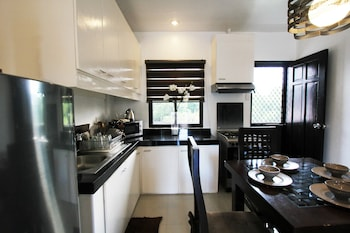 TAGAYTAY SUMMER HOUSE Private Kitchen