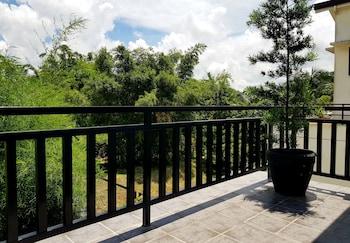 TAGAYTAY SUMMER HOUSE Terrace/Patio