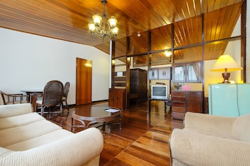 ZEN ROOMS SCHWEIZER CEBU Living Area