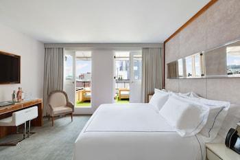 Premier Room, 1 King Bed, Terrace (Peck Slip)