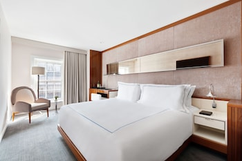 Deluxe, 1 King Bed (Front Street)
