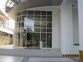 PREMIUM RESIDENCE THE CURRENCY ORTIGAS Property Entrance
