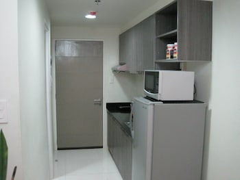 PREMIUM RESIDENCE THE CURRENCY ORTIGAS Private Kitchenette