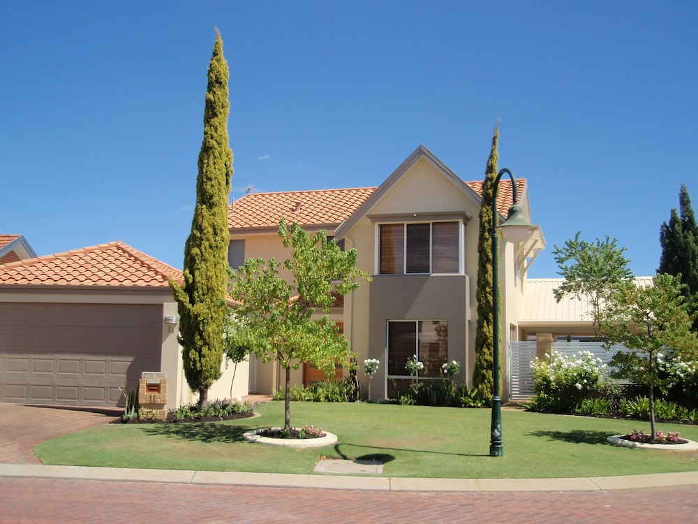 Tea Tree Manor - Perth Holiday Homes