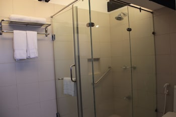 VILLA IBARRA Bathroom Shower