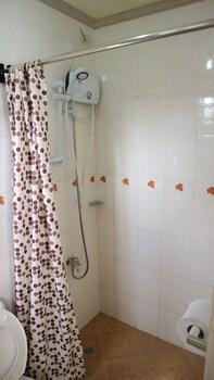 EMERILL INN Bathroom Shower