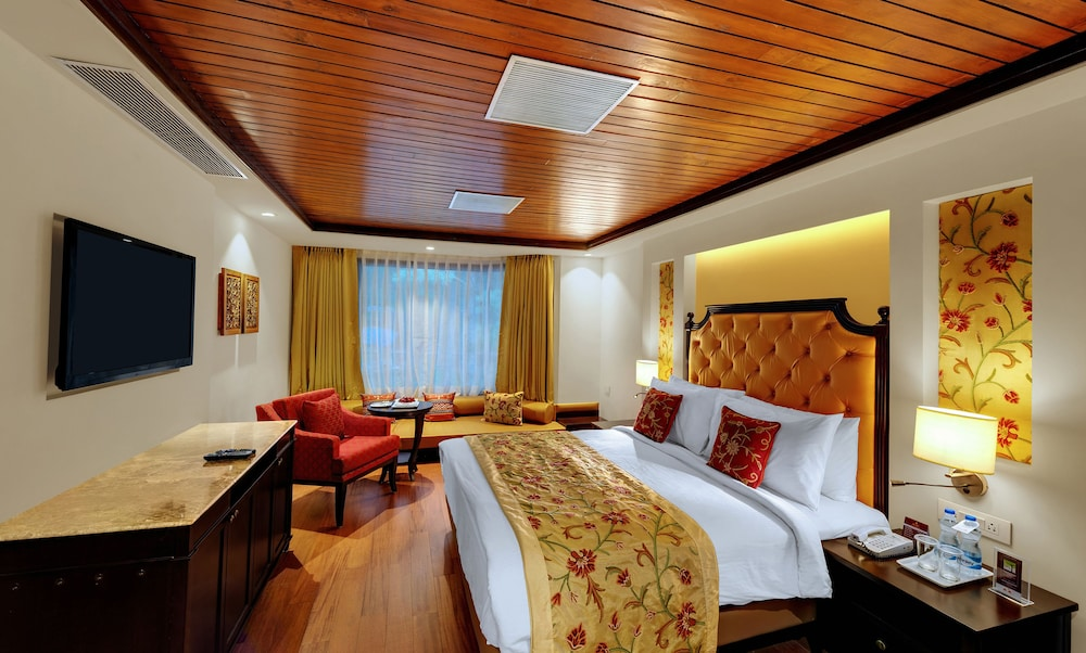 https://i.travelapi.com/hotels/21000000/20950000/20944700/20944700/1bbadf79_z.jpg