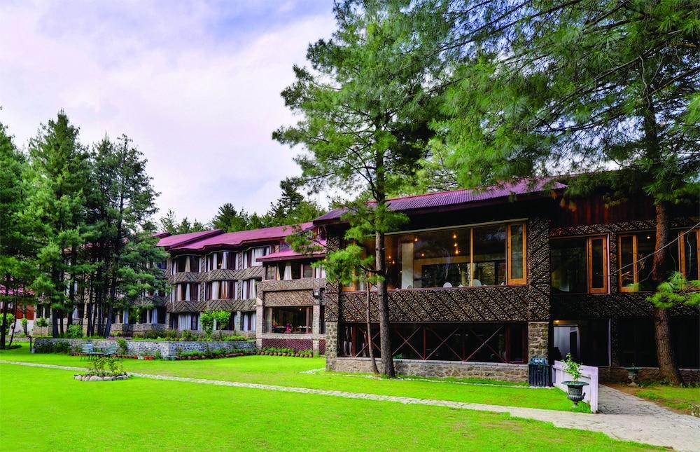 https://i.travelapi.com/hotels/21000000/20950000/20944700/20944700/cd1dbd4d_z.jpg