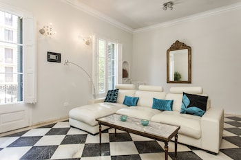 1229 - AWESOME CITY CENTER APARTMENT WITH TERRACE
