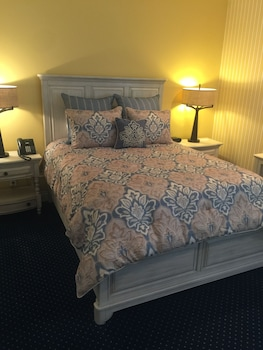 Traditional Single Room, 1 Queen Bed