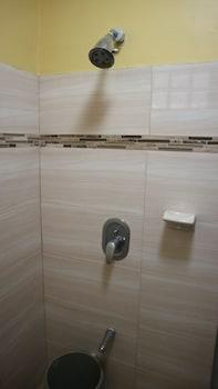 CIELO VISTA BED AND BREAKFAST Bathroom Shower
