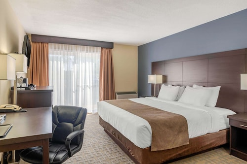 . Quality Inn & Suites Bathurst