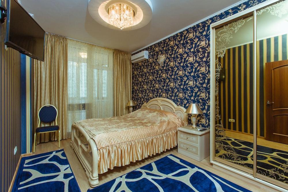 Отель Nadobu Hotel Poznyaki