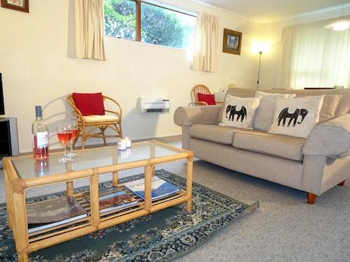 Smokebush Cottage - Free WIFI, Taupo
