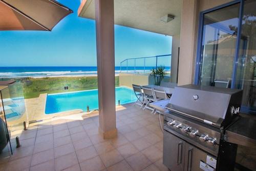 Absolute Beachfront Holiday House, Broadbeach-Mermaid Beach