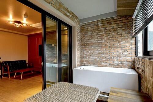 Ulsan Hotel 109, Jung