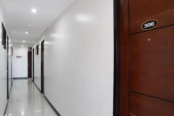 OYO 165 CIRCLE-B APARTELLE & SUITES Hallway
