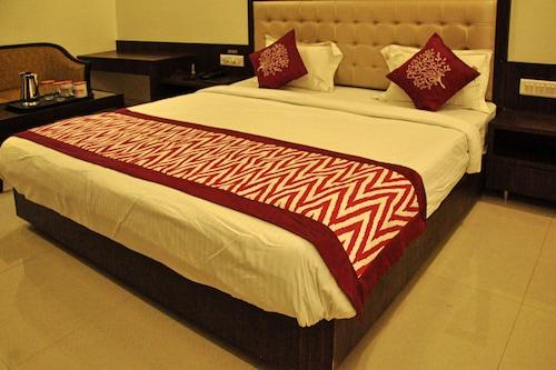 OYO 2647 Hotel Sai Shubham, Ahmadnagar
