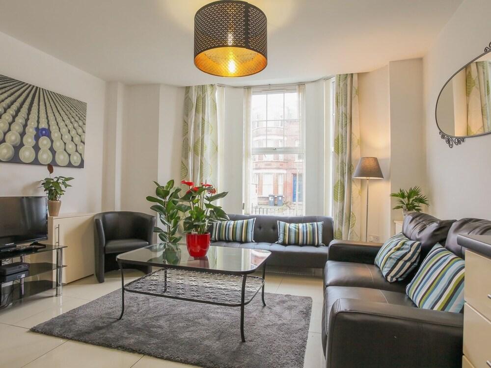 Malone Avenue Apartment