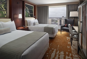 Deluxe Room, 2 Queen Beds, Accessible (Roll-in-Shower)