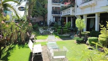 ROSVENIL HOTEL Property Grounds