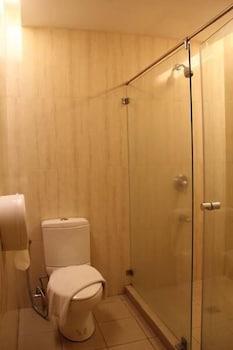 ROSVENIL HOTEL Bathroom