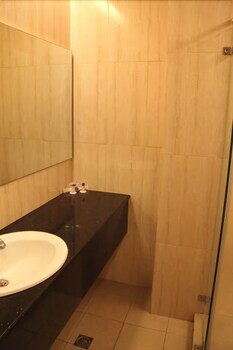 ROSVENIL HOTEL Bathroom Sink