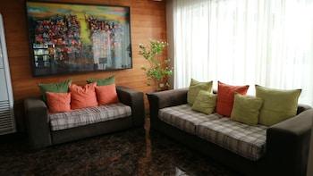 ROSVENIL HOTEL Lobby Sitting Area