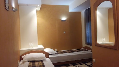 Hotel Intim, Radauti