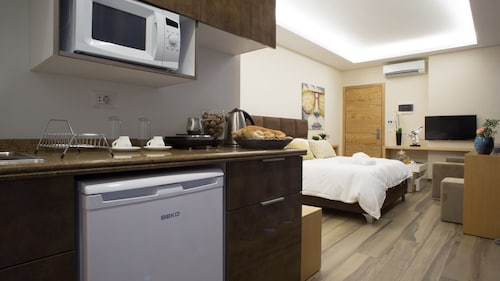 The Stay Furnished Apartments, El Metn