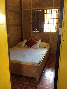 OLD PAROLA SEASIDE COTTAGES Room