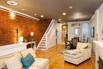 Modernized DC Rowhome in city-center photo