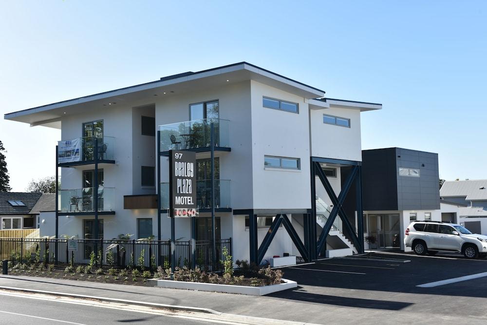 Bealey Plaza Motel