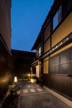 TSUMUGI MATSUBARASAKAIMACHI Front of Property - Evening/Night