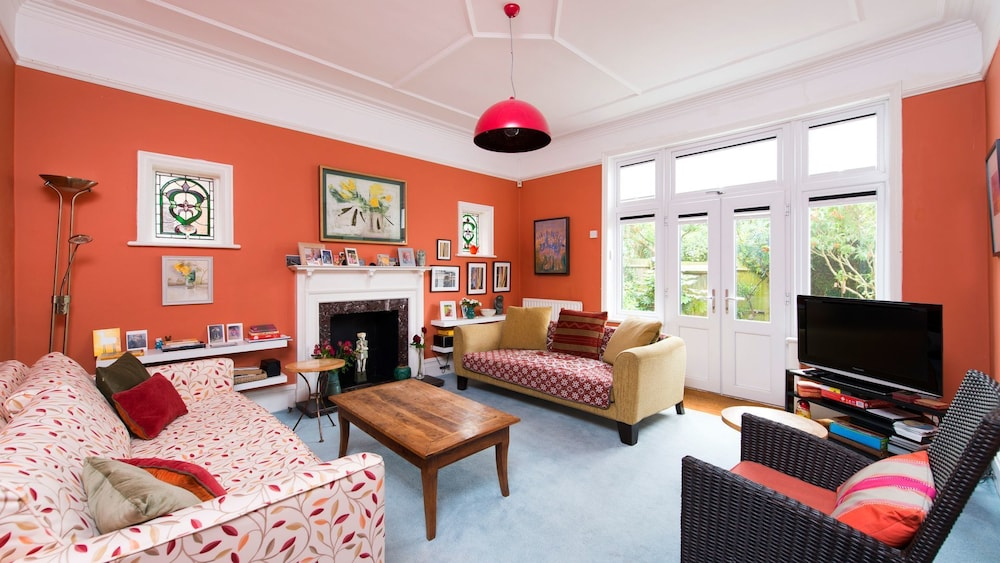 Beautiful 4BR Family Home in Leafy SE London