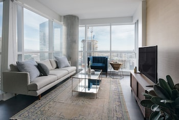 Contemporary 2BR near Bell Centre by Sonder photo