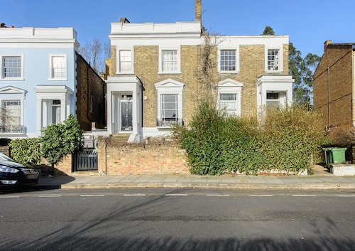 Beautiful 1BR Camden Home, Camden