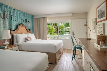 Room, 2 Queen Beds, Balcony, Pool View (Malecon)