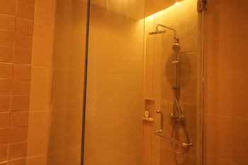 FERRA HOTEL AND GARDEN SUITES Bathroom Shower