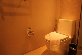 FERRA HOTEL AND GARDEN SUITES Bathroom