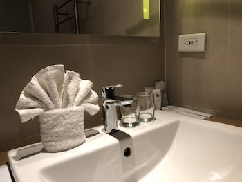 FERRA HOTEL AND GARDEN SUITES Bathroom Amenities