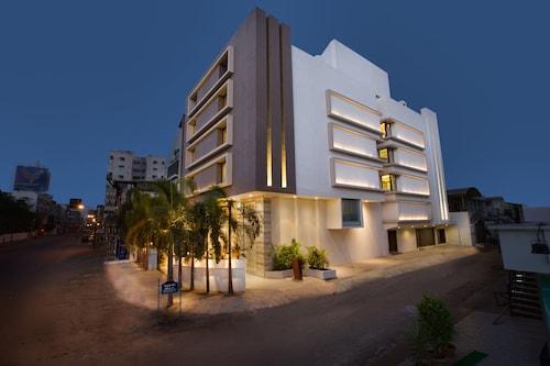 . Bizz The Hotel
